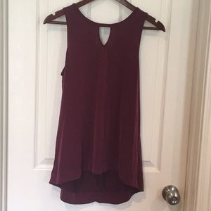Maroon tank with key hole in the back and front.
